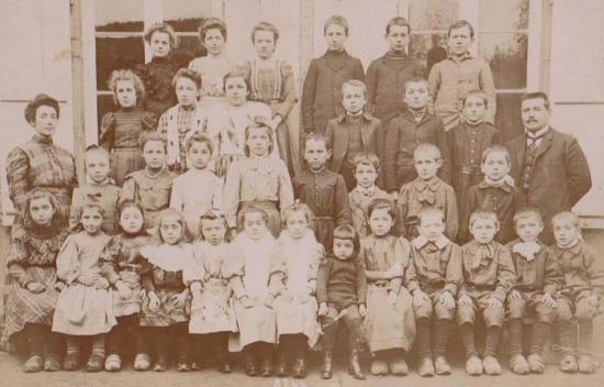 ecole-1910-photo-madame-pouillot.jpg